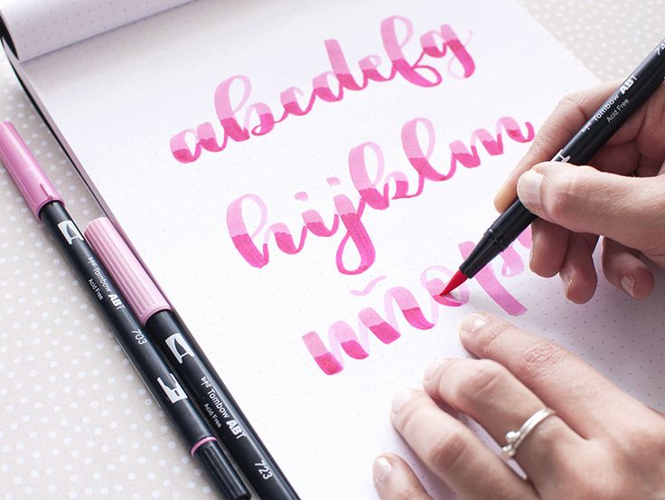 Como lograr diferentes efectos en lettering usando rotuladores pincel