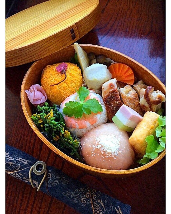 二キィさんのひな祭り弁当 #snapdish #foodstagram #instafood #food #homemade #cooking #japanesefood #料理 #手料理 #ごはん #おうちごはん #テーブルコーディネート #器 #お洒落 #ていねいな暮らし #暮らし #お弁当 #おべんとう #ランチ #おひるごはん #lunch #食卓 #ひな祭り弁当 #雛祭り #手毬寿司 #手まり寿司 #sushi #ひなまつり #フラワーてまり寿司 https://snapdish.co/d/SbGr4a