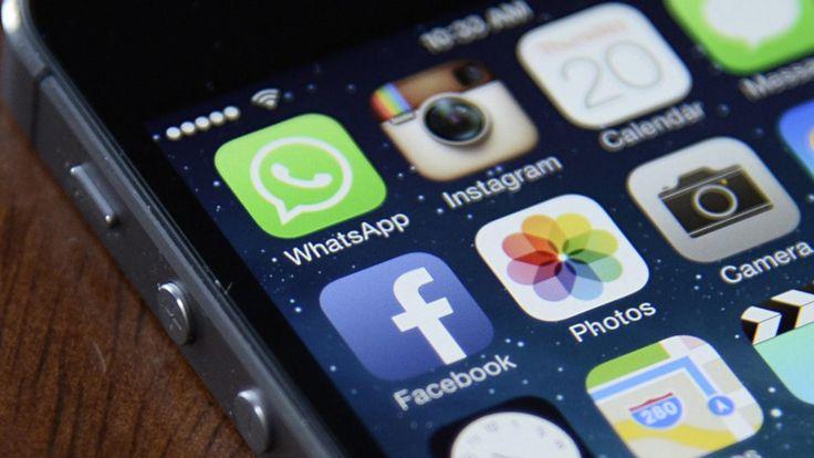 Adiós a los cotillas del WhatsApp: esta app te permite ser invisible. Noticias de Tecnología. La aplicación permite ver si tus contactos han leído tus mensajes y leer los que tú has recibido sin necesidad de entrar, evitando así que cambie la hora de conexión o que el doble check azul te delate