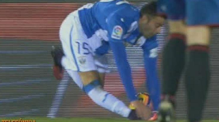 ¡Qué dolor! Espeluznante lesión de un defensor en la Liga Española