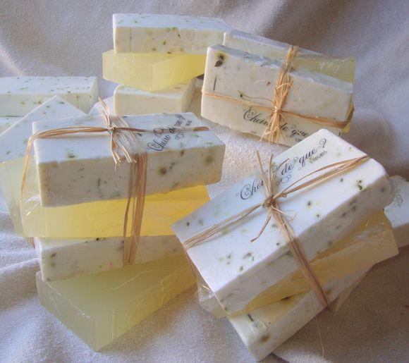Sabonete artesanal glicerinado de camomila, erva doce e capim limão, com óleo…