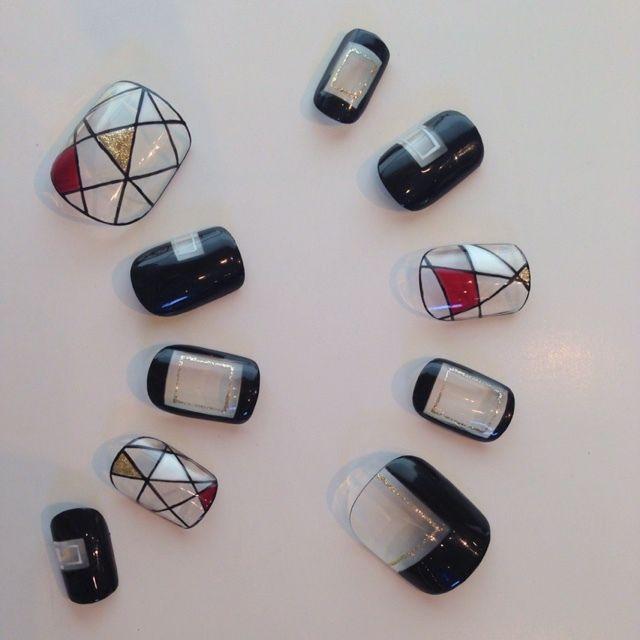 ネイル(No.1118627)|ジオメトリック |ステンドグラス |ブラック |ジェルネイル |ハンド |チップ |ショート | かわいいネイルのデザインを探すならネイルブック!流行のデザインが丸わかり!