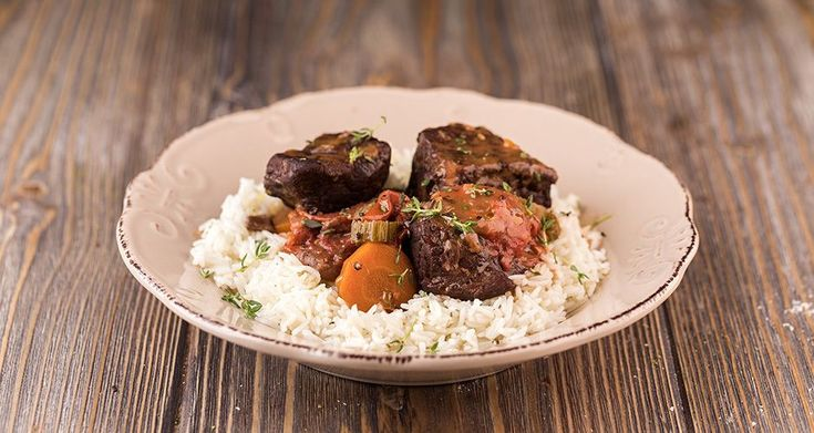Tomato beef stew by Greek chef Akis Petretzikis. A very delicious, aromatic dish with a soft, tender beef and tasty vegetables in a rich, thick tomato sauce!!