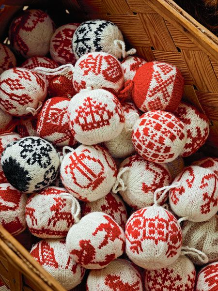 55 Christmas Balls to Knit by Carlos Zachrison and Arne Nerjordet