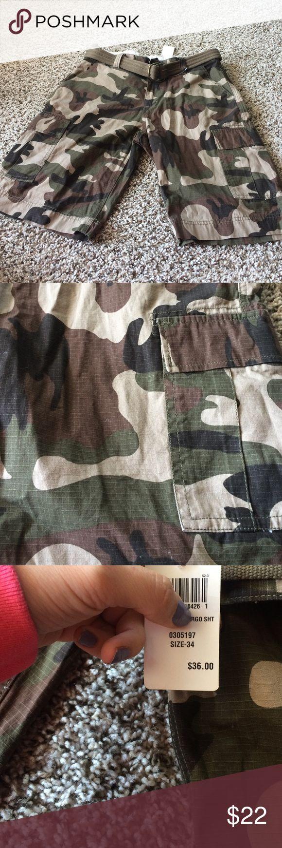 NWT cammo cargo shorts! size 34 Brand new never worn from footlocker. Size 34! Shorts Cargo