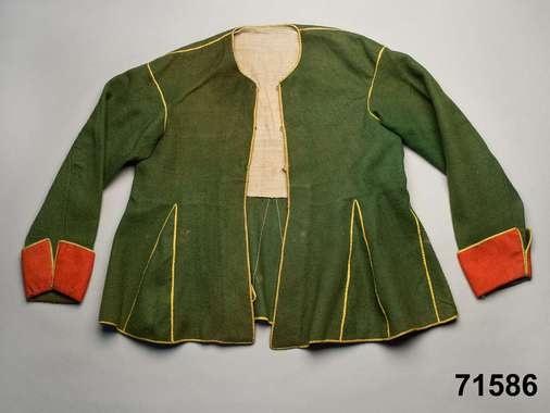 1825 - 1850  Dalarna Kvinnotröja av tunn grön vadmal,