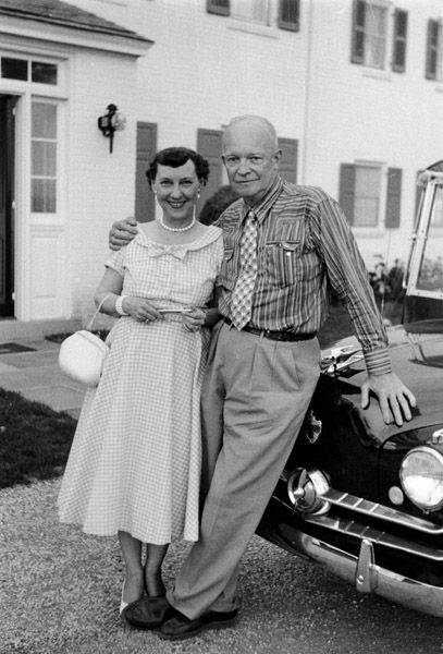 39th wedding anniversary - Mamie and Dwight Eisenhower July 1, 1955 outside their home in Gettyburg, PA. http://firstladies.c-span.org/