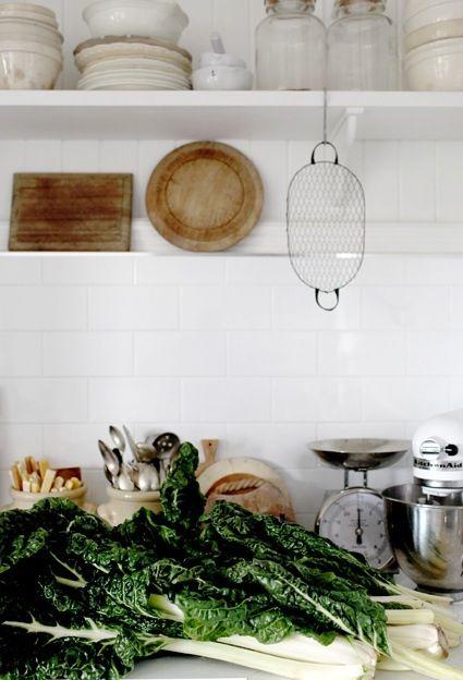 .: Kitchens Supplies, Kitchens Shelves, Kitchens Colour, Dreams Kitchens, Open Shelves, White Subway Tile, House Interiors Design, Farms Kitchens, White Kitchens