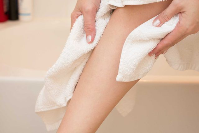 How to Exfoliate the Legs (with Pictures) | eHow