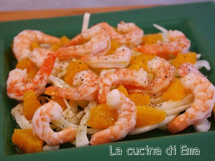 Un antipasto delizioso l'insalata siciliana di gamberi, un insieme di sapori sorprendenti e freschi