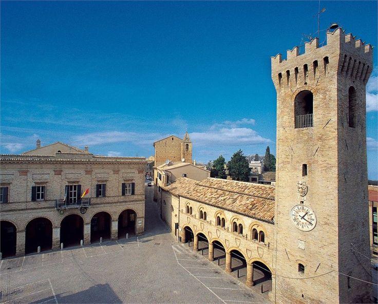 I borghi d'Italia belli (ma sconosciuti) - VanityFair.it             Montelupone     Macerata