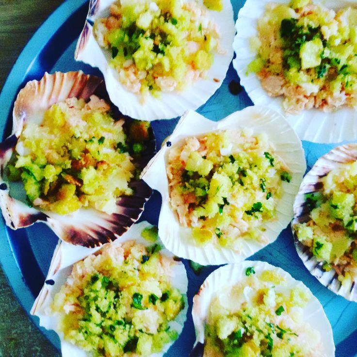 Per questa ricetta , Conchiglie di patate , salmone e gamberi , che ho assaggiato a casa di un'amica , ho usato come piatto di portata i gusc