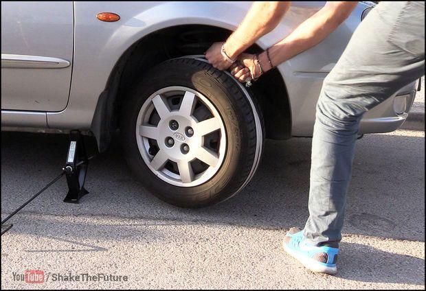 A bateria do seu carro ficou sem carga. E agora? Não se preocupe… veja