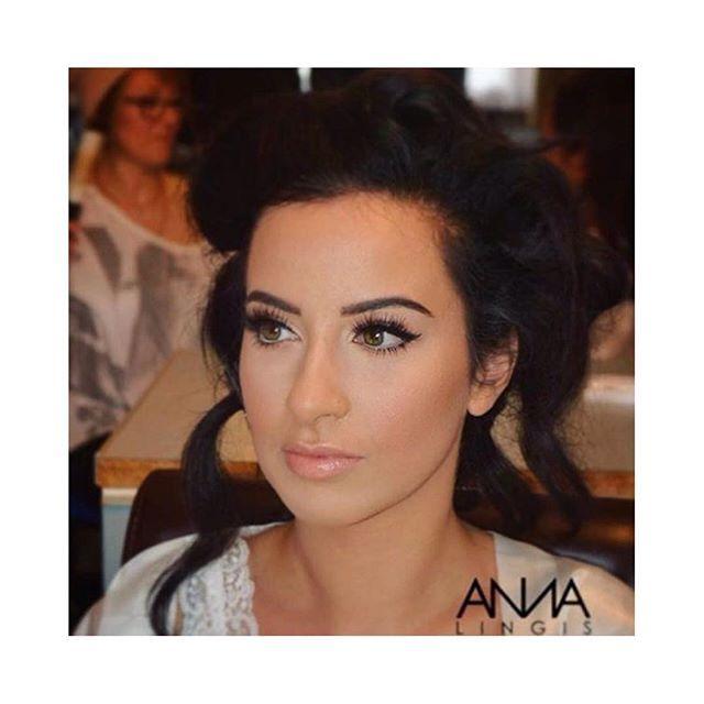 B R I D A L 👰 @annalingis @annalingis_mua #bridalmakeup using @mehronuk Celebre HD cream foundation & contour 🙌 HD makeup makes for the perfect brides 😍😍 #mehronuk #mehronmakeup #annalingis #beauty #bride #bridemakeup #weddingmua #weddingseason #makeupmusthave #promakeup #hdmakeup #mehrongirl #flawless