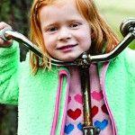 in bezaubernder Fleecepullover mit schickem, schrägem Reißverschluss und hübscher Herztasche für geheime Dinge. Racoon aus Dänemark fertige hochwertige Outdoorbekleidung für Kinder.