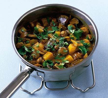 One-pot mushroom & potato curry: onion, potato, aubergine, button mushrooms, curry paste, veggie stock, (coconut) milk, coriander