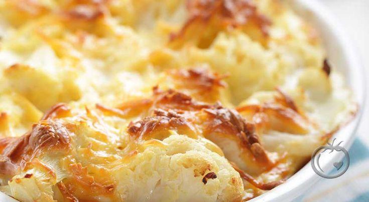 Blomkålgrateng med skinke og ost. Gratengen passer både som lunsj, middag, eller kveldskos.