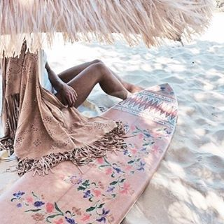In love with the surfboard and the umbrella!