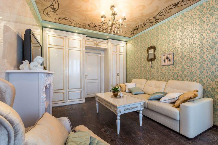Гостиная Серия Моцарт 0321 выполнена из ДСП под глянцевой эмалью, украшена декоративной фрезеровкой и золотой патиной. У вас есть возможность спроектировать функциональную и удобную мебель в любую жилую зону, используя модели мебели или индивидуальный дизайн проект.
