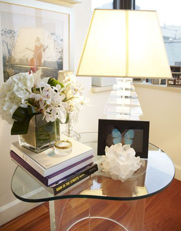 Deco accents lend a modern feel.    #home #interiordesign #decor #style #inspiration #house #apartment: Deco Accent, Decor Style, Accent Lend, Modern Feelings, Interiordesign Decor, Vanessa Traina, Ideasinterior Decor, Modern Home, Books Flowers
