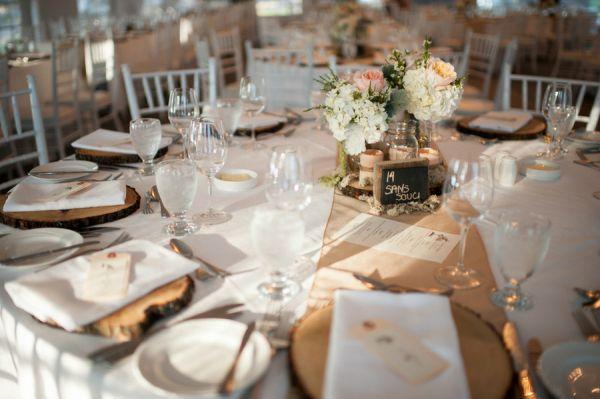 Ideias para a decoraração de um casamento de outono. #casamento #decoração #mesas #flores #outono #marcadores #troncodeárvore