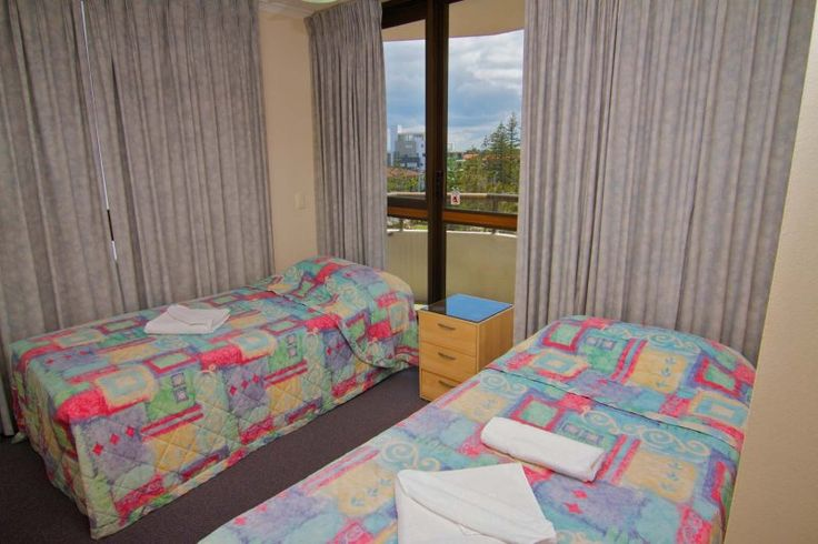 Barbados Holiday Apartments - two single beds - Affordable Broadbeach Apartments