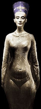 Amarna Reign | Nefertiti was first seen very early in the reign of Akhenaten - she is ...