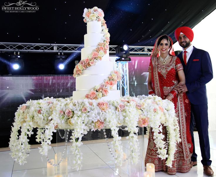 Sweet Hollywood Raise The Bar Once Again In Luxury Wedding Cakes With A Magnificent Fl Twist