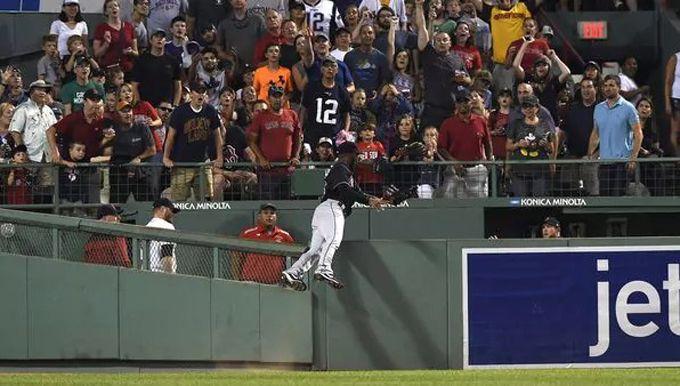 La increíble jugada que se convirtió en la atrapada del año de la MLB #Beisbol #Deportes
