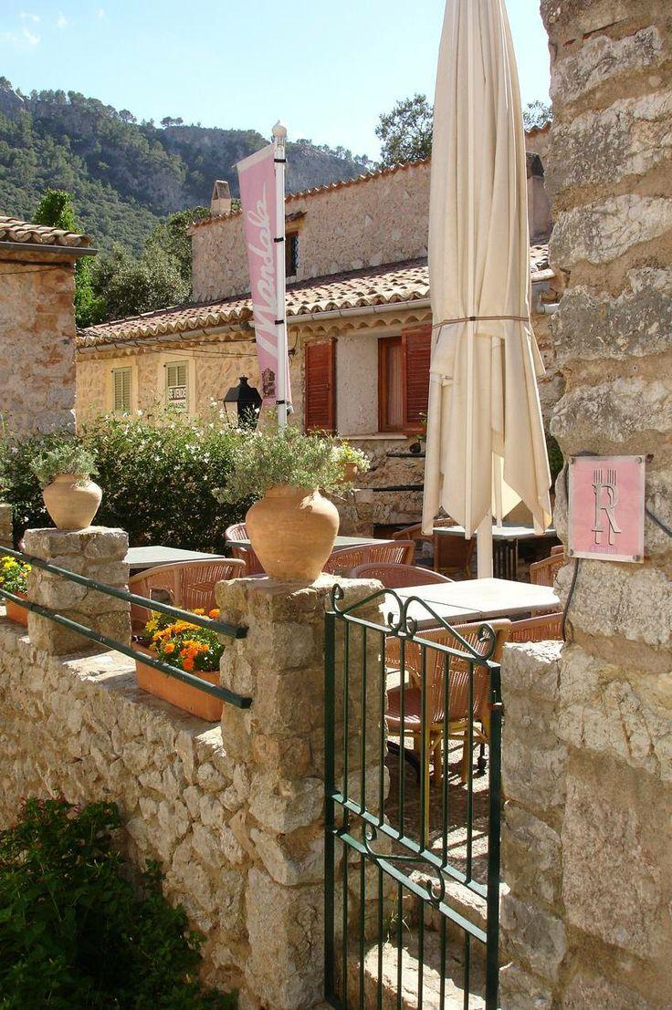 Mallorca Restaurant Mandala im hübschen Dörfchen Orient im Tramuntanagebirge.