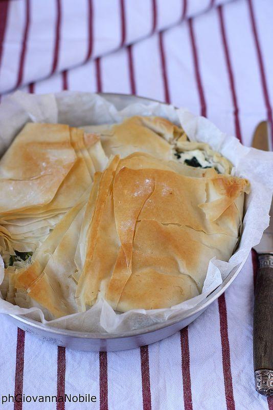 Torta salata di pasta phillo con coste e ricotta 2
