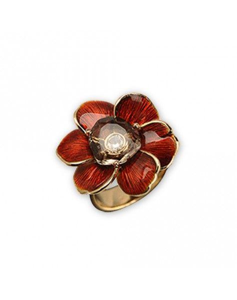 Anillo de Carrera y Carrera de la colección Gardenias. Un anillo que encierra la música, la sensualidad y el recuerdo de una Cuba soñada que trajo a España todo el mito de la isla.