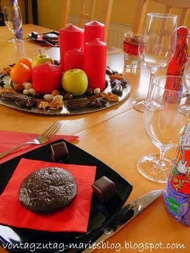 @vontagzutagmari Tischdeko für Nikolo oder Weihnachten. Rote Kerzen, Äpfel, Nüsse und Schokolade. http://vontagzutag-mariesblog.blogspot.com