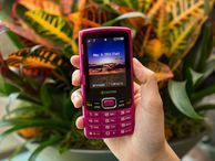 Sprint and Boost's bright, basic Verve has quirky QWERTY style Whether you buy it on-contract or off, this budget texting handset for Sprint and Boost Mobile is a sleeper surprise.