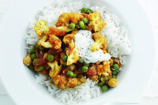 Indian cauliflower and chickpea curry