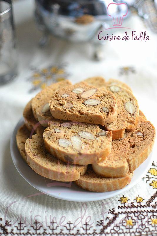Fekkas : Biscuit croquant Marocain ( recette en vidéo) Les fekkas ressemble beaucoup aux Biscottis . Parfumés à l'anis, fleur d'oranger et des fruits sec