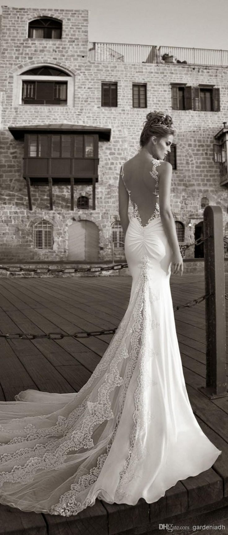 Wholesale sexy vintage mermaid lace beach wedding dresses for Backless satin wedding dress
