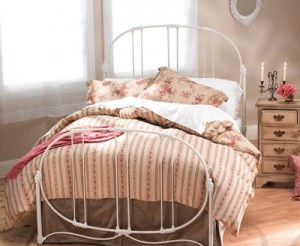 white iron bedframe would so cute with red toile bedding - White Iron Bed Frame Queen