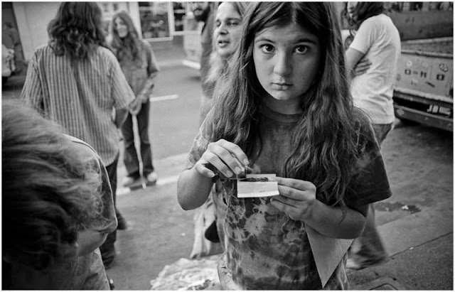 Série de fotos vintage documenta o estilo e a moda nas ruas da Califórnia na década de 60   Hypeness – Inovação e criatividade para todos.  http://www.hypeness.com.br/2017/09/fotos-vintage-documenta-o-estilo-e-a-moda-nas-ruas-da-california-na-decada-de-60/