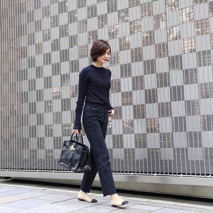 シンプルながらもトレンドをしっかり押さえたコーディネートが大人女子にも人気のモデル、富岡佳子さんは、幅広い年齢層から多くの支持を集めています。素敵なコーディネートをSNSなどで披露している富岡さん。彼女のコーディネートをチェックしつつ、普段のコーディネートに取り入れたいポイントに迫りたいと思います。