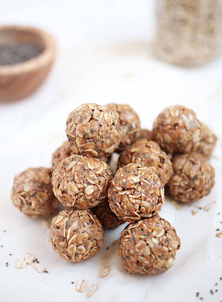 Peanut Butter Oatmeal Energy Bites || themerrythought