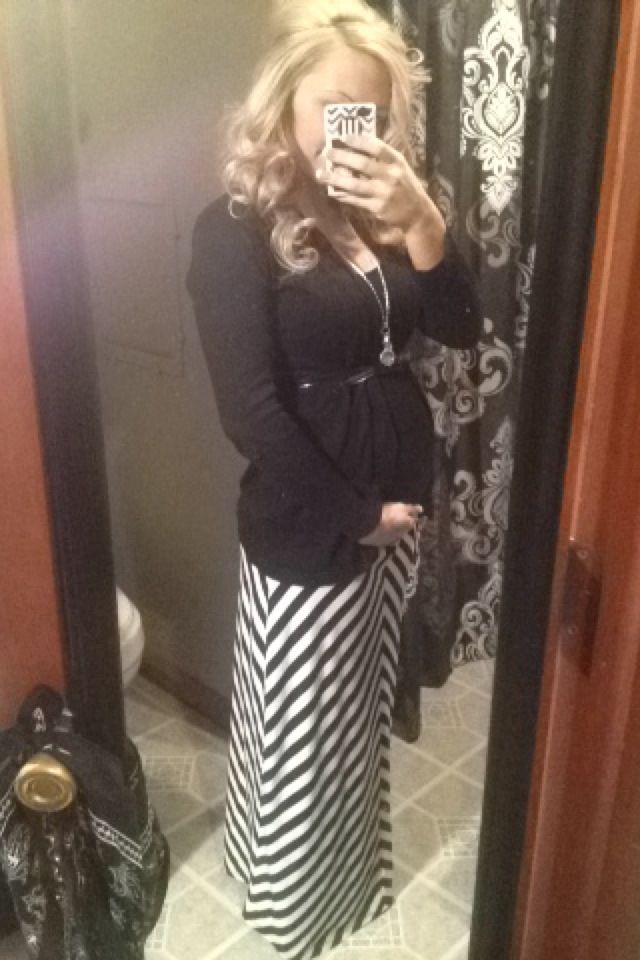 Maternity style. Pregnancy outfit. Maxi skirt. Black and white.