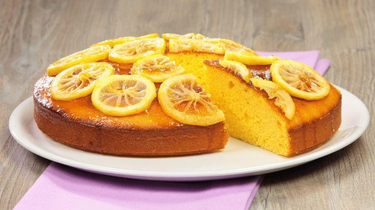 Ricetta Torta soffice al limone: Il profumo dei limoni è predominante in questa soffice e delicata torta, ottima come fine pasto, specie se il pasto non è stato proprio dietetico, oppure per accompagnare una buona tazza di té.