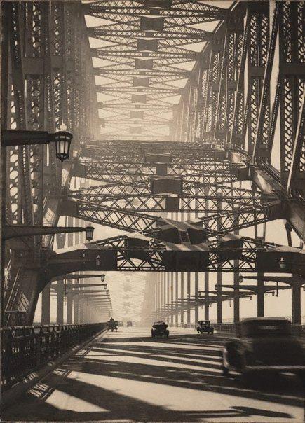 Sydney Bridge / Harold Cazneaux