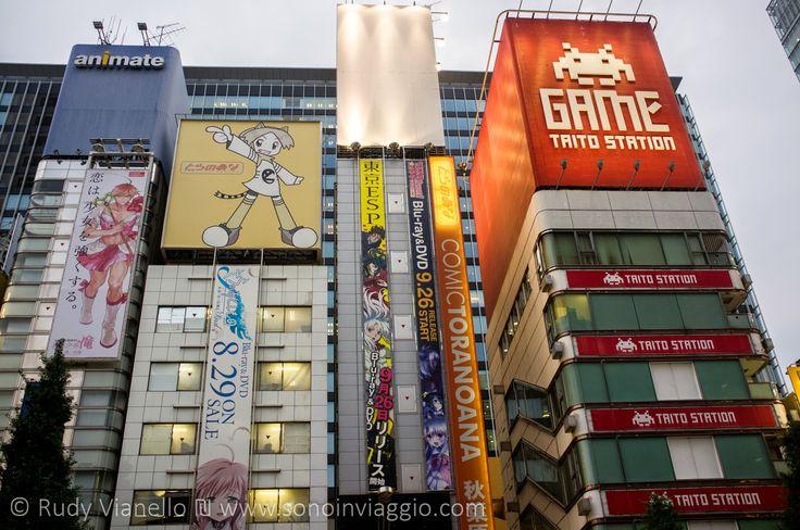 #Akihabara  è il quartiere dove capisci che    #manga  , #anime  , #videogames    sono un elemento pulsante della   #cultura   del   #Giappone