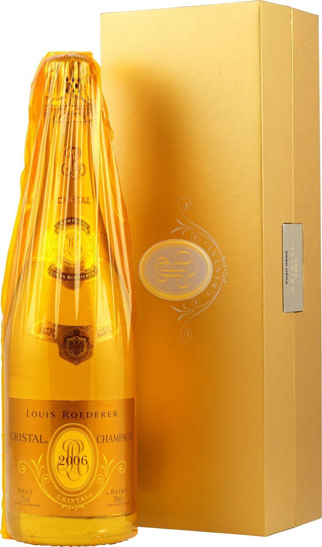 Seit Zar Alexander II. seinen persönlichen Louis Roederer Cuvée in Kristallglasflaschen bestellte, ist der Cristal zum Symbol für Noblesse und Prestige geworden