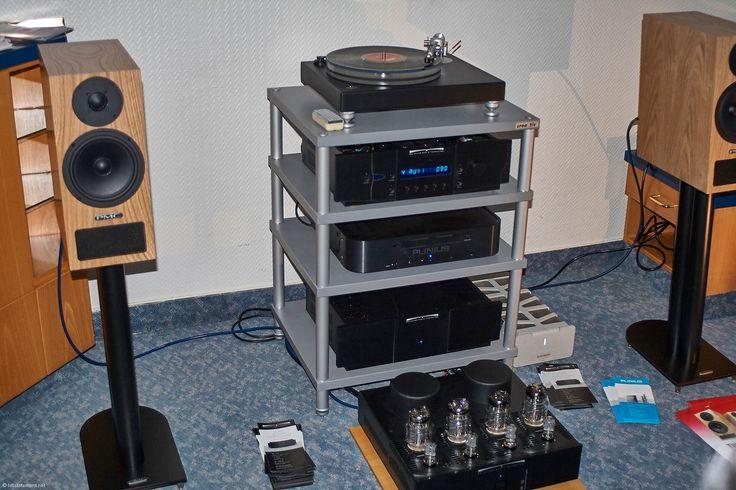 Die kleine PMC twenty 22 für Paarpreis 2600 Euro kam groß raus am Holborne Plattenspieler und dem Vorverstärker VK-33 mit Endstufe VK-53 von Balanced Audio Technology im Raum von Audioconcept