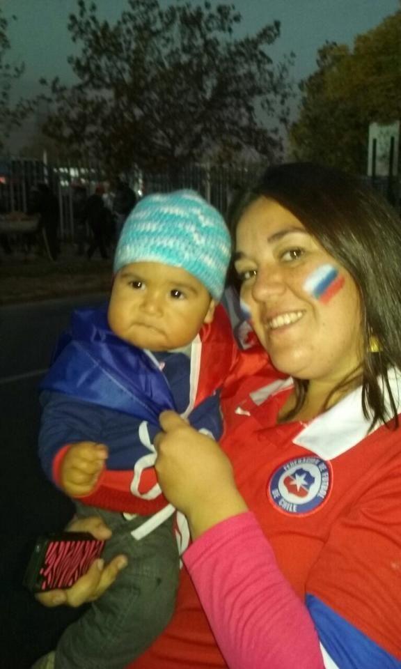 Samuel gritó todos los goles de Chile con su mamá Margarita https://instagram.com/babytuto/