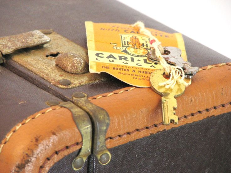 Antique Horton & Hubbard Cari-Lite Suitcase with Key - pinned by pin4etsy.com
