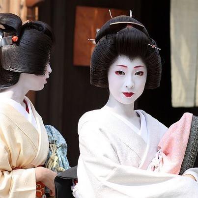 Geisha makeup is amazing